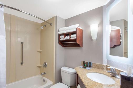 Wingate by Wyndham Charleston Airport Coliseum - North Charleston - Bathroom
