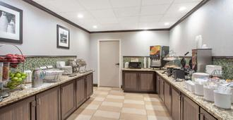 Wingate by Wyndham Charleston Airport Coliseum - Bắc Charleston - Buffet