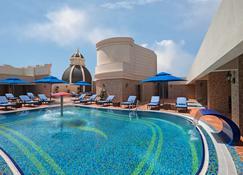 Royal Rose Hotel - Abu Dabi - Piscina