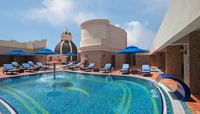 皇家玫瑰酒店 - 阿布達比 - 阿布達比 - 游泳池