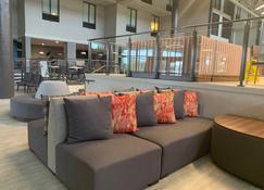 Holiday Inn Baton Rouge-South - Baton Rouge - Living room