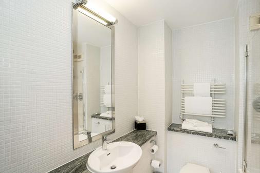 De Vere Devonport House - London - Phòng tắm