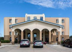 Rodeway Inn & Suites - Norfolk - Building
