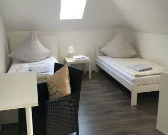 Giessener Bett 2 - Gießen - Bedroom