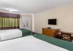 Rodeway Inn - Augusta - Bedroom