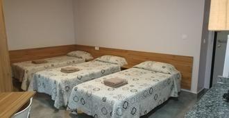 Hostal Usera - Madrid - Bedroom