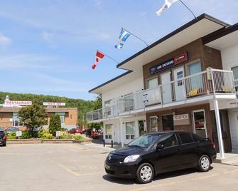 Rodeway Inn - Gaspe - Building