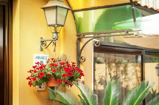 Hotel Annabelle - Искья - Вид снаружи