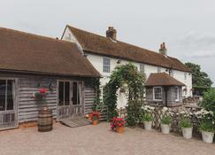The Ferry House Inn - Sheerness - Building