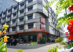 Losari Beach Hotel Makassar - Makassar - Edificio