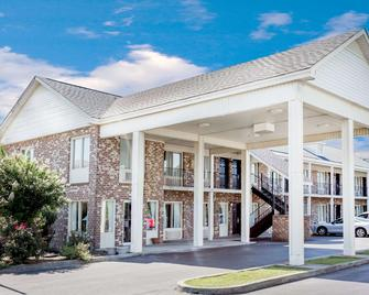 Days Inn by Wyndham Manning - Manning - Building