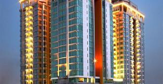 Cambridge Hotel Medan - Medan - Gebäude