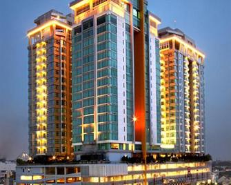Cambridge Hotel Medan - Medan - Building