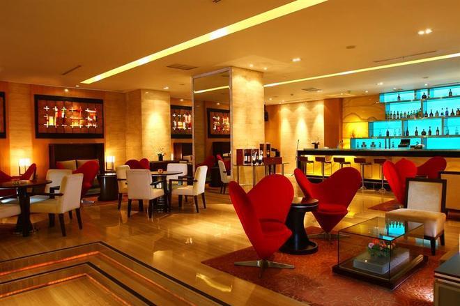 Cambridge Hotel Medan - Μεντάν - Bar