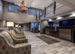 La Quinta Inn & Suites by Wyndham Anchorage Airport - Anchorage - Lobby