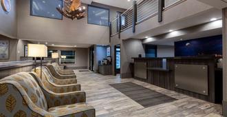 La Quinta Inn & Suites by Wyndham Anchorage Airport - Ανκορέιτζ - Σαλόνι ξενοδοχείου