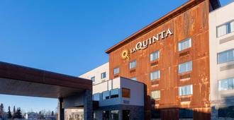 La Quinta Inn & Suites by Wyndham Anchorage Airport - Anchorage - Bygning