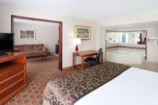 Baymont by Wyndham Peoria - Peoria - Bedroom