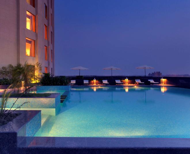 Radisson Blu New Delhi Dwarka - New Delhi - Pool