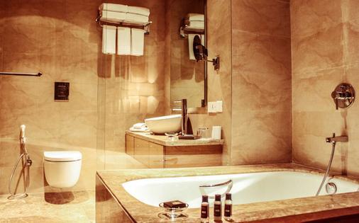 Radisson Blu New Delhi Dwarka - New Delhi - Bathroom