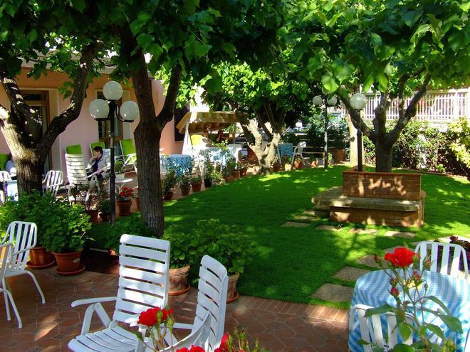 Hotel Rinascente - Chianciano Terme - Patio