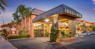 Best Western Plus Stovall's Inn - Anaheim - Building