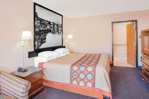 Super 8 by Wyndham Columbia - Columbia - Bedroom
