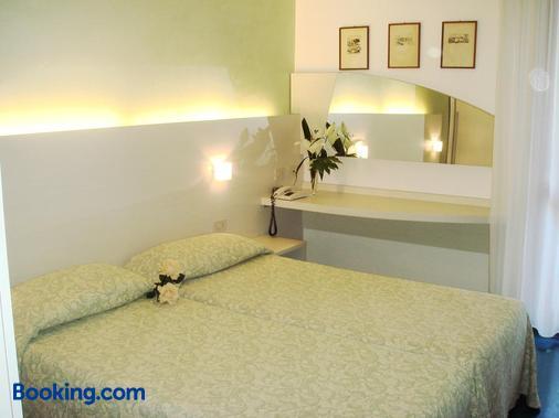 Hotel Mar Del Plata - Grado - Bedroom