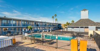 Rodeway Inn - Phoenix - Pool
