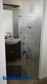 Berne &Michel - Morières-lès-Avignon - Bathroom