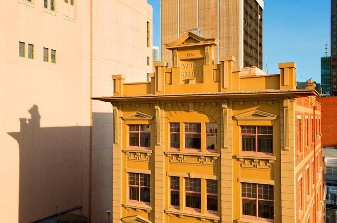 Adelaide Paringa - Adelaide - Building