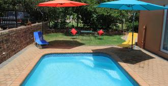 Lodge 96 - Hostel - Oudtshoorn - Pool