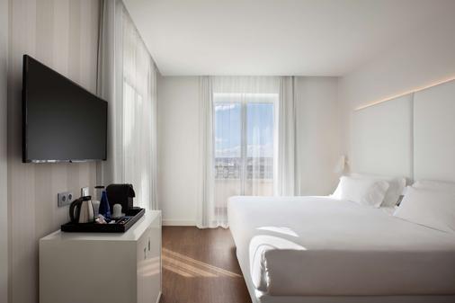 NH Madrid Atocha - Madrid - Bedroom