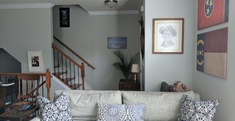 3BR in Heart of South End - Charlotte's Best Neighborhood - Walkable - Charlotte - Living room