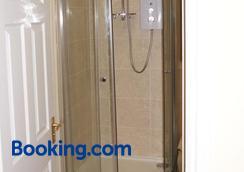 Admiral Macbride - Plymouth - Bathroom