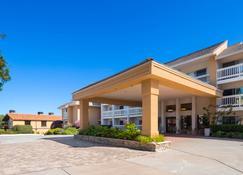 Best Western Plus Monterey Inn - Monterey - Edificio