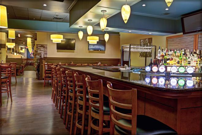 Radisson Hotel & Suites Fallsview - Niagara Falls - Bar