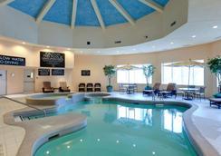 Radisson Hotel & Suites Fallsview - Niagara Falls - Piscina