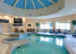Radisson Hotel & Suites Fallsview - Niagara Falls - Pool