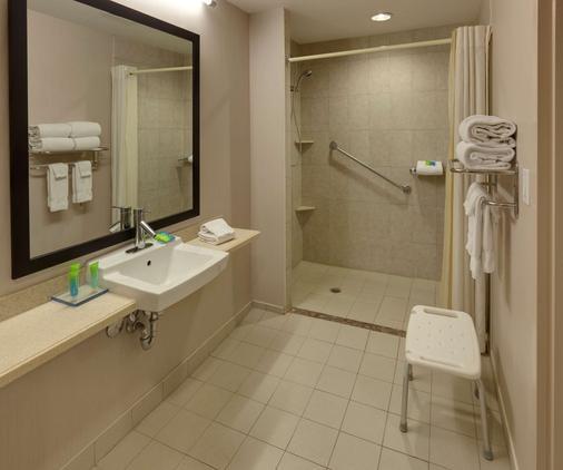 Radisson Hotel & Suites Fallsview - Niagara Falls - Bathroom