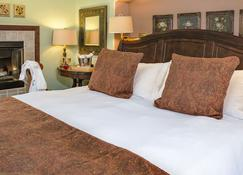 Applewood Inn and Spa - Guerneville - Bedroom