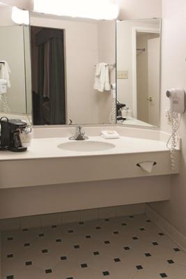 La Quinta Inn by Wyndham Abilene - Abilene - Bathroom