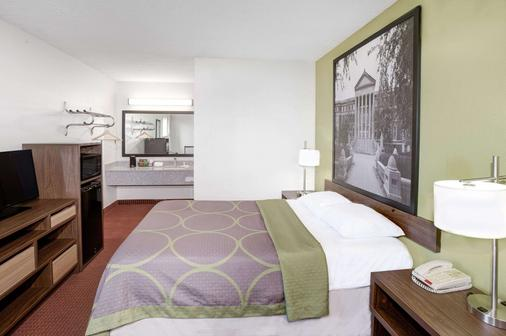 Super 8 by Wyndham Lafayette - Lafayette - Bedroom