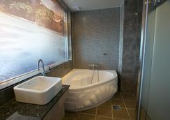 Songjeong Olla Hotel - Busan - Bathroom