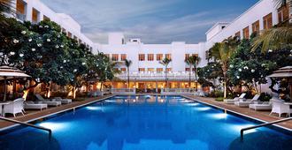 Taj Connemara, Chennai - Chennai - Pool