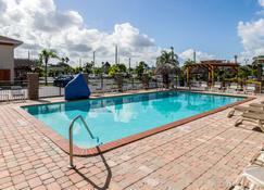 Quality Inn Florida City-Florida Keys Area - Флорида-Сити - Бассейн