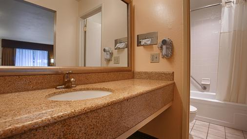 Best Western Gold Country Inn - Grass Valley - Bathroom
