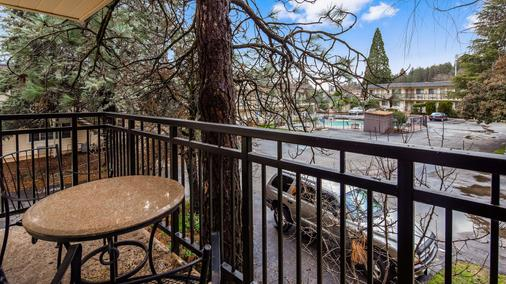 Best Western Gold Country Inn - Grass Valley - Balcony