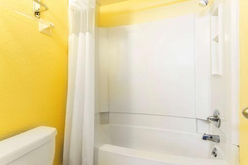 Days Inn by Wyndham Tonawanda/Buffalo - Tonawanda - Bathroom