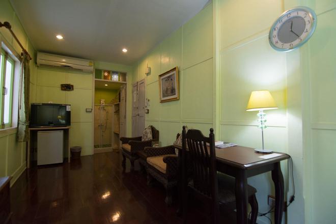 Samsen Sam Place - Bangkok - Dining room